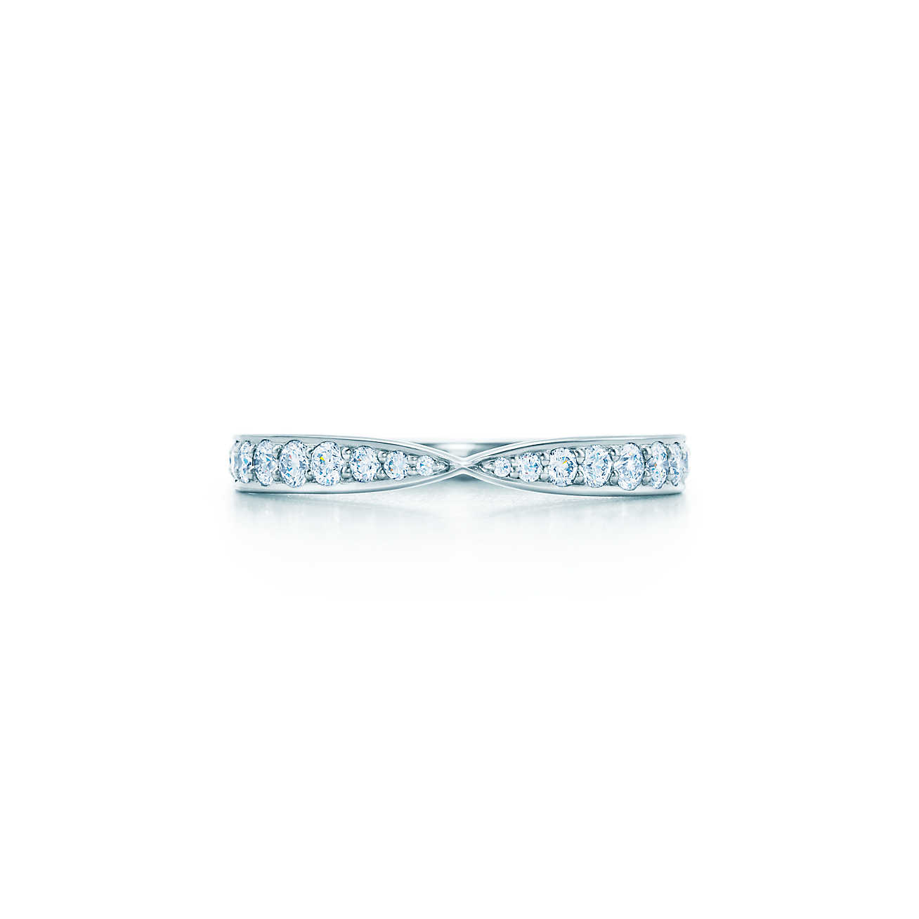 18ct white gold pinched graduated diamond set wedding ring- FJ8002