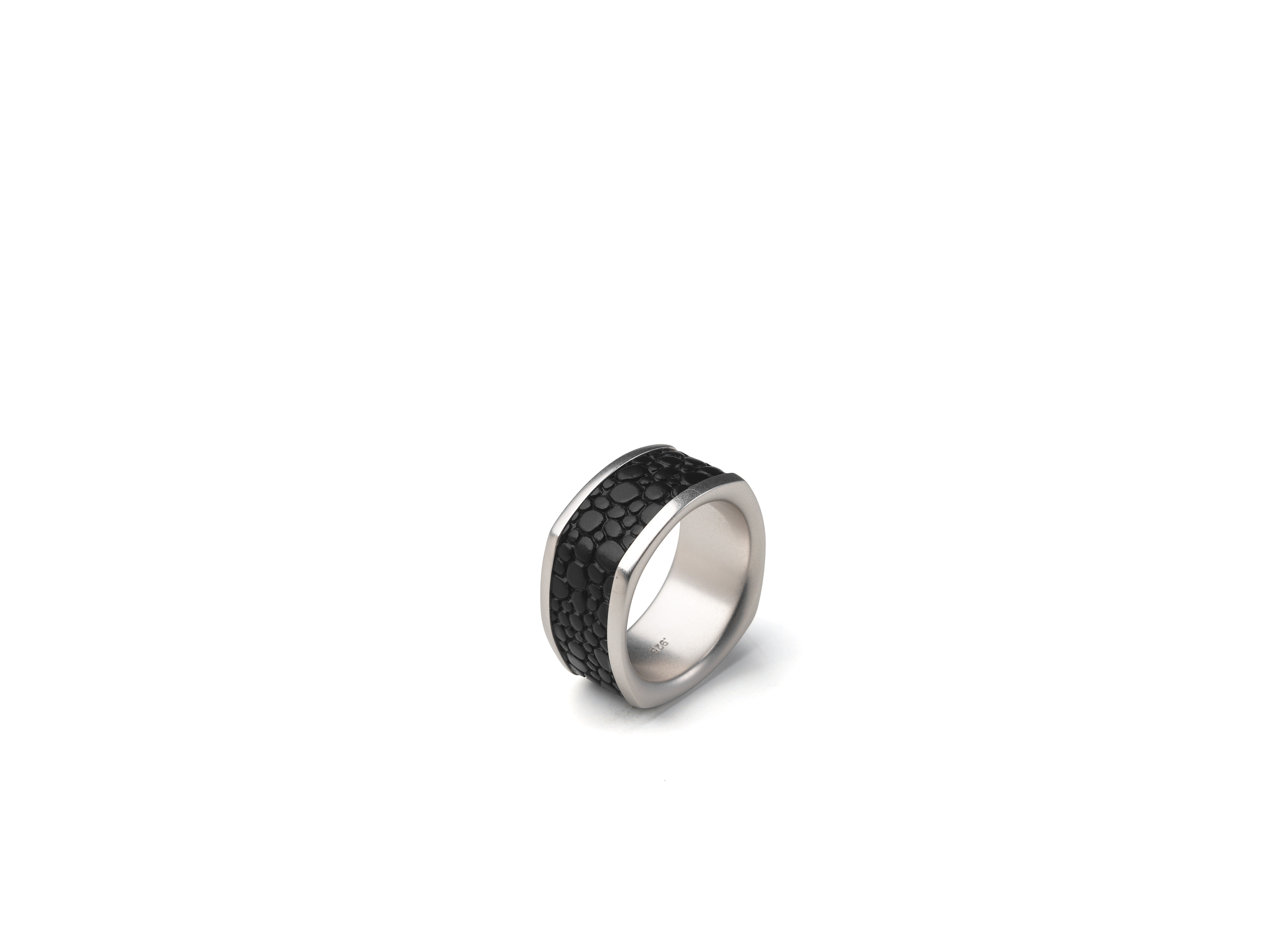 Hoxton Ring Black Collection-