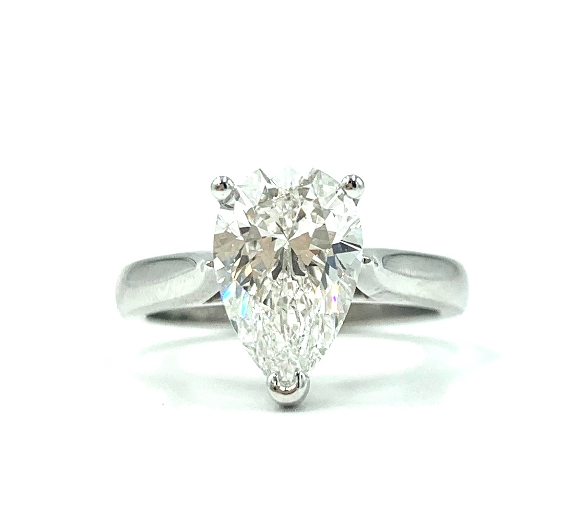 18ct White Gold Pear