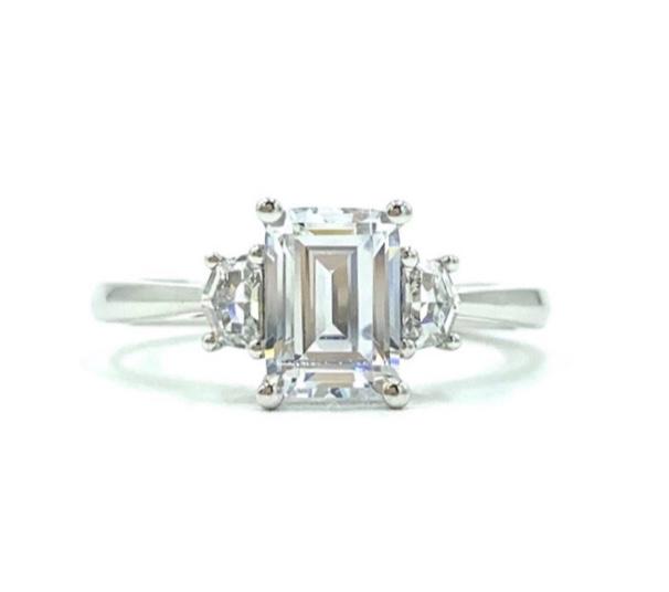 18ct White Gold Emerald