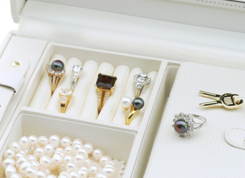 Jewellery box to store jewellery collection